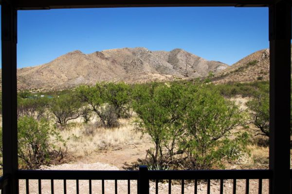 Arizona_Outback_Inn_mountain_view_porch_view